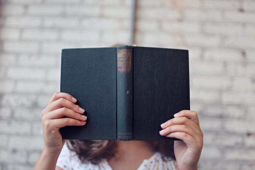Ciemne strony opracowań lektur